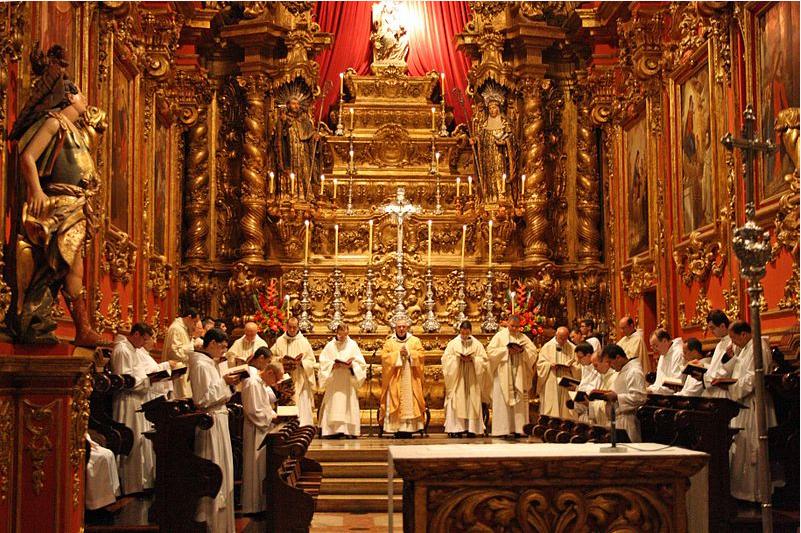 (1) Igreja do Mosteiro de São Bento. Missa do Galo<br> Halleypo. Commons Wikimedia